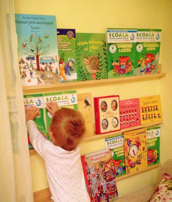 biblioteca montessori_carti.jpg