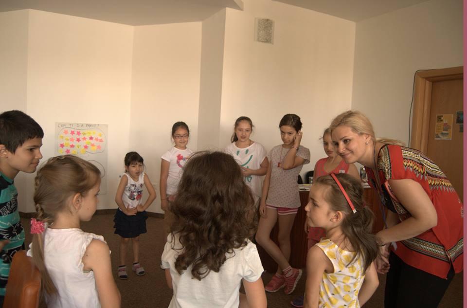 copii impreuna la clubul de vara helikon