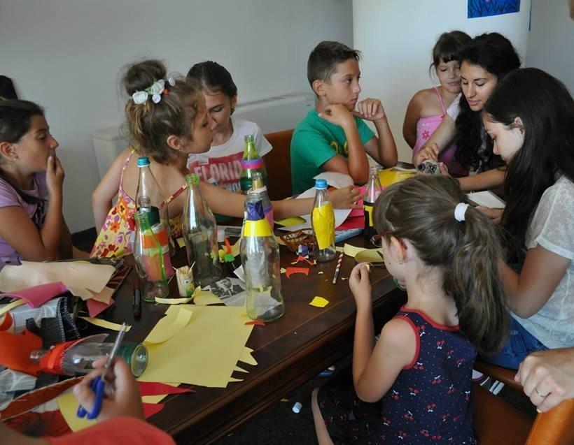 Andreea Telescu lucreaza cu copiii
