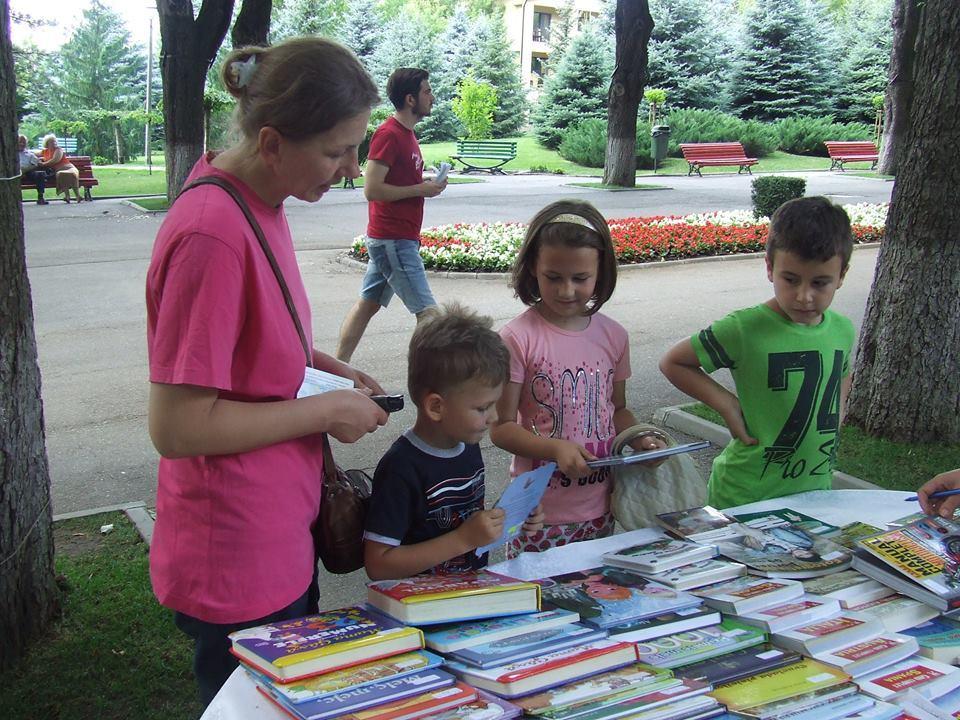 biblioteca judeteana Vaslui in parc