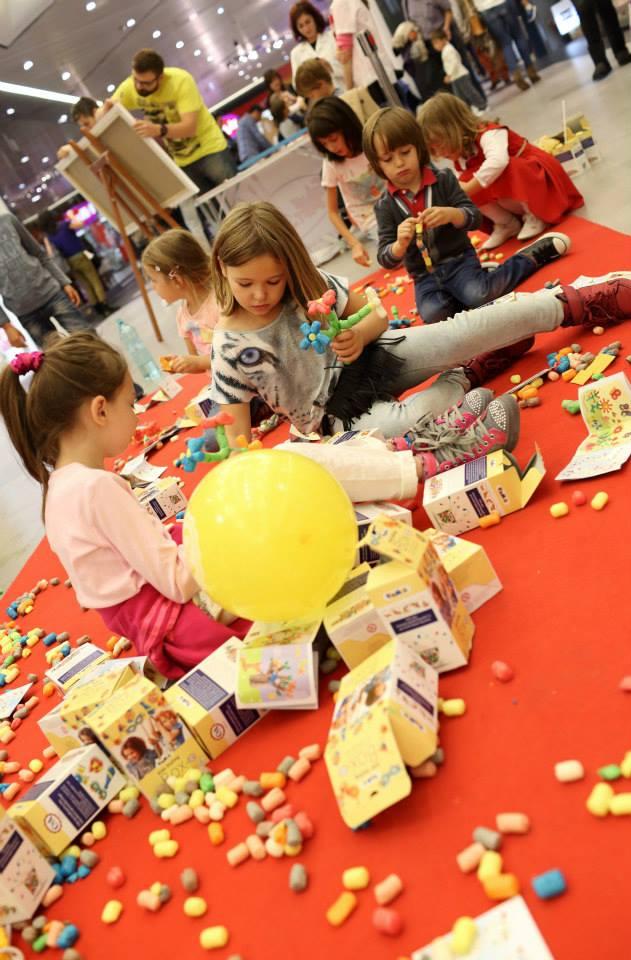 festivalul stiintei 2014 copii la joaca